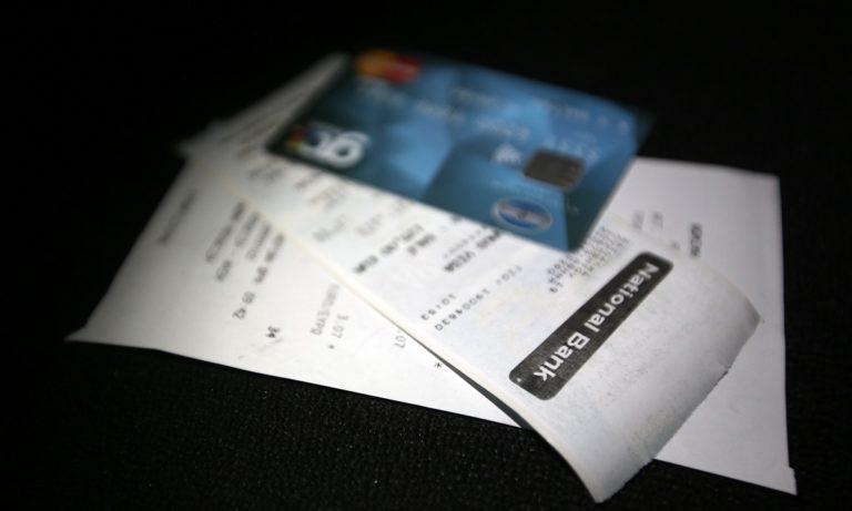 Ηλεκτρονικές αποδείξεις: Πληρωμή με κάρτα ή έξτρα φόρος 22%