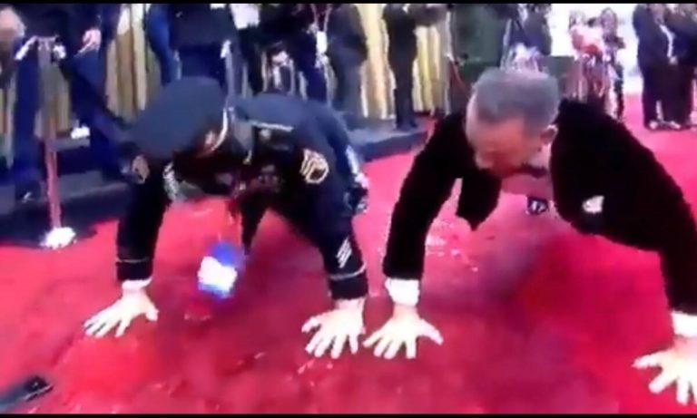 Όσκαρ 2020 – Oscars 2020: Ο «Έλληνας» Τομ Χανκς έκανε πους απς στο κόκκινο χαλί (vid)