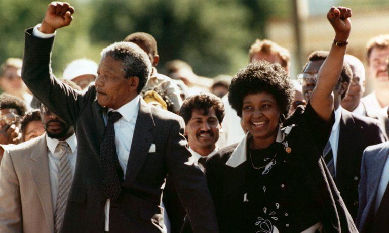 1990 (11/02): Ο Νέλσον Μαντέλα είναι ξανά ελεύθερος