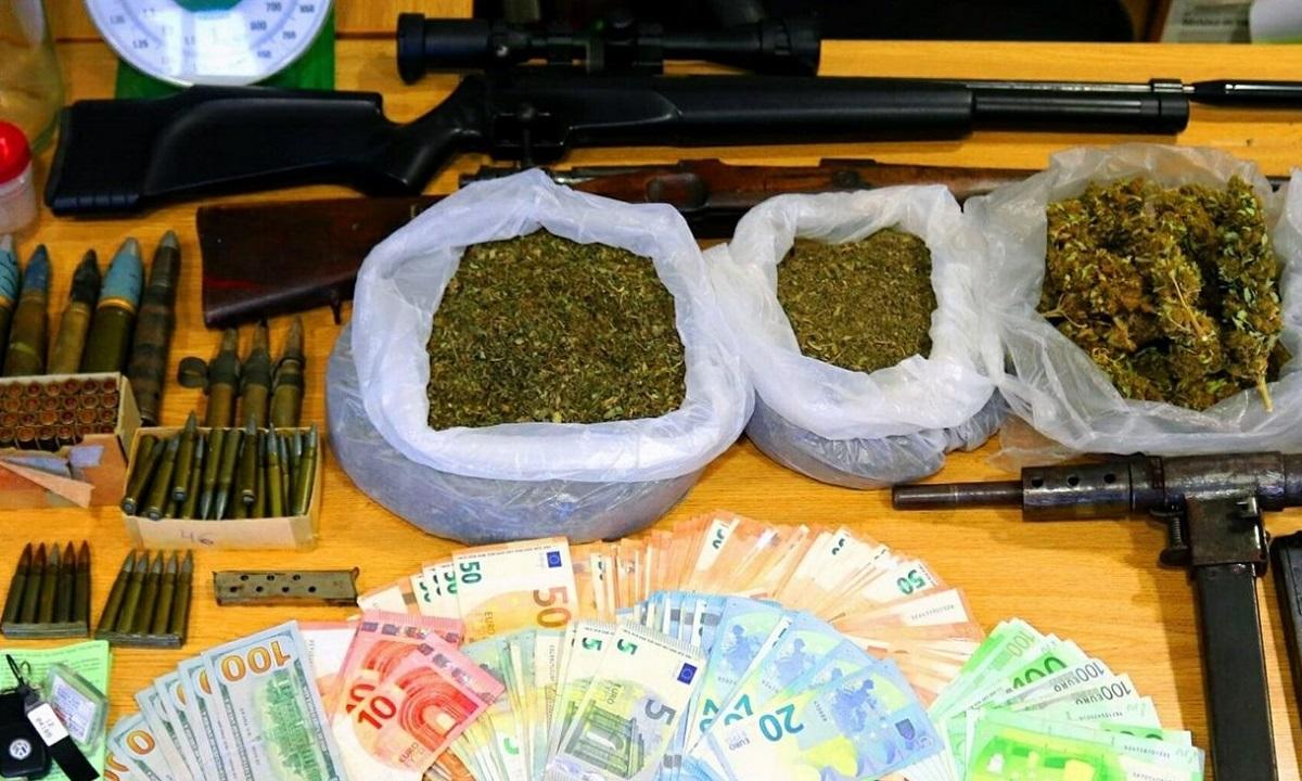 Μαγνησία: Συνελήφθη διάσημη παίκτρια ριάλιτι με όπλα και ναρκωτικά! (vid)