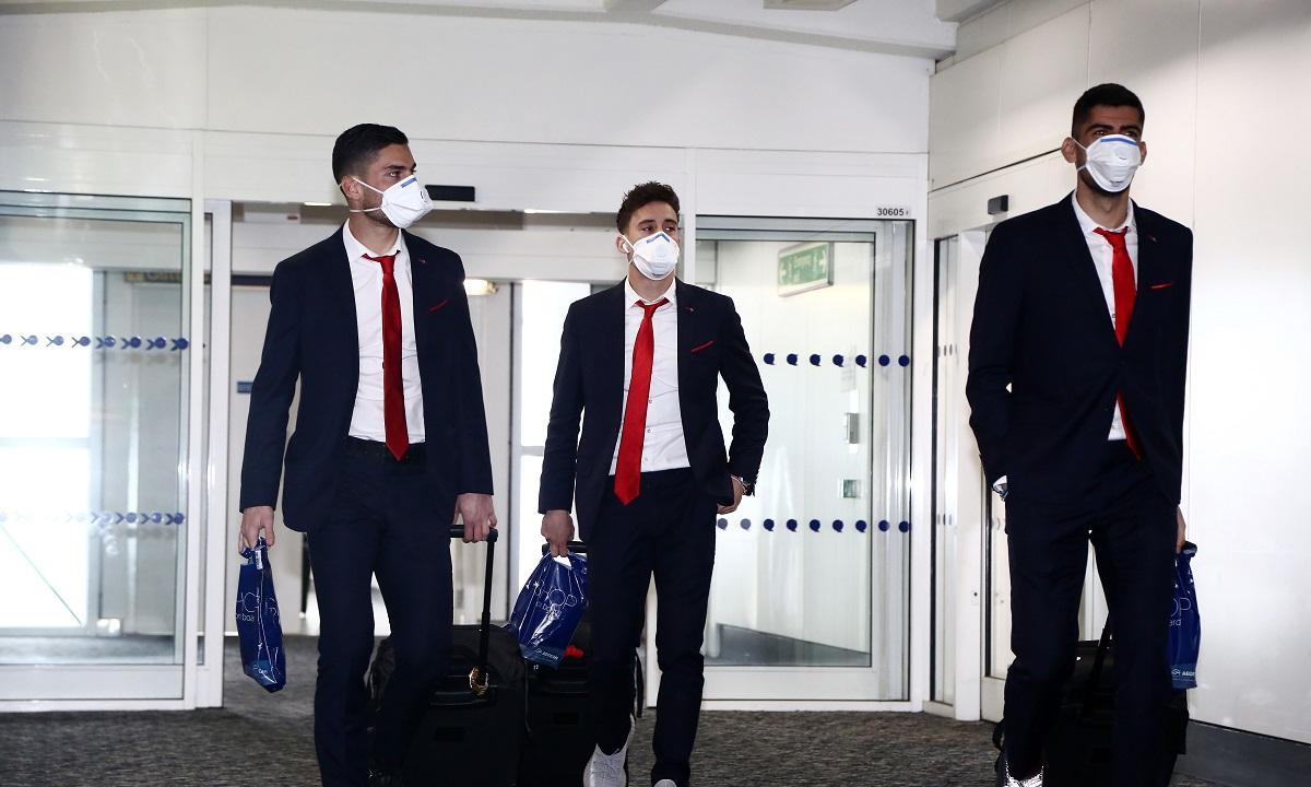 Κοροναϊός: Με μάσκες οι παίκτες του Ολυμπιακού στο Λονδίνο! (pics)
