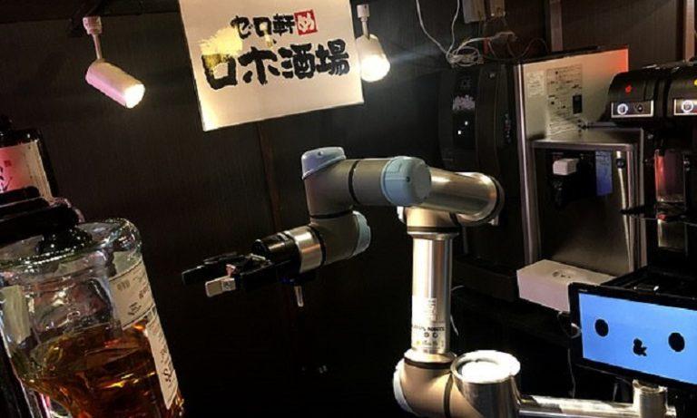 Ρομπότ σερβίρει κοκτέιλ σε απίστευτες ταχύτητες (vid)