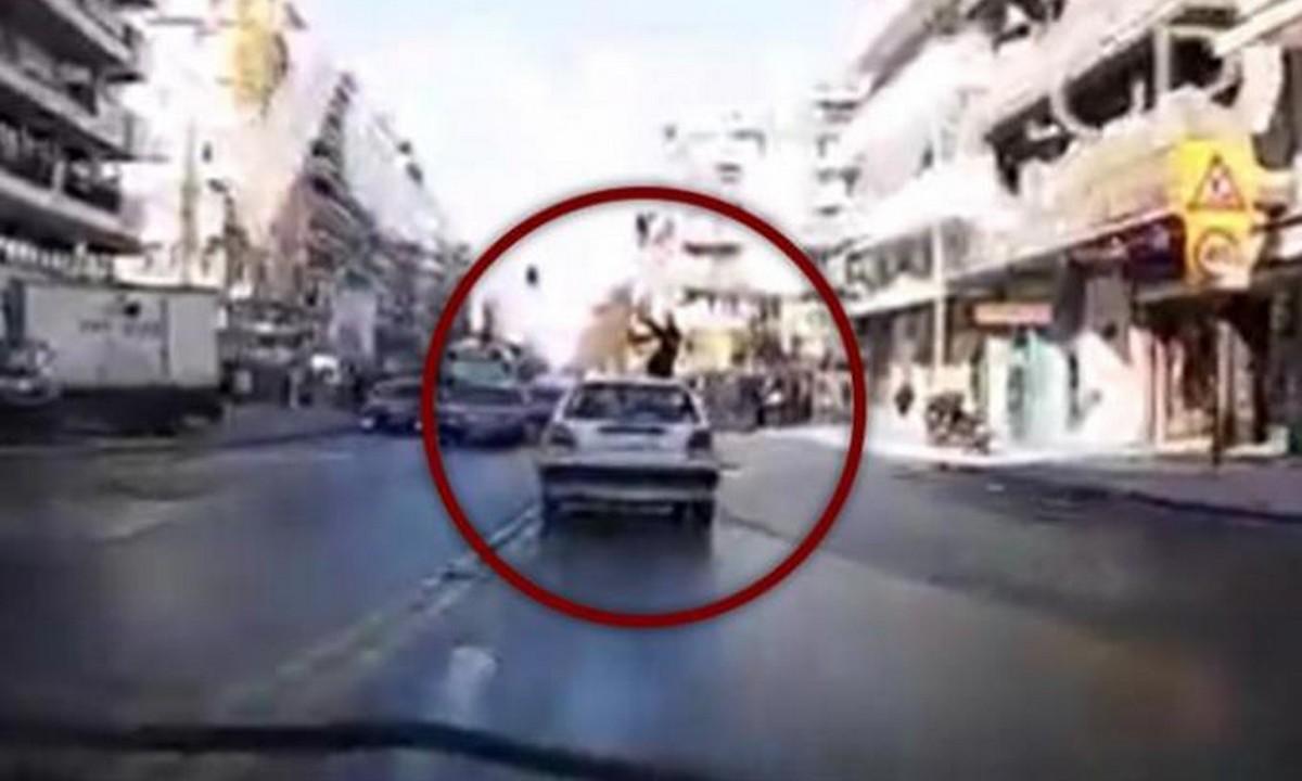 Βίντεο-σοκ: Αυτοκίνητο παρέσυρε νεαρή γυναίκα στο κέντρο της Θεσσαλονίκης