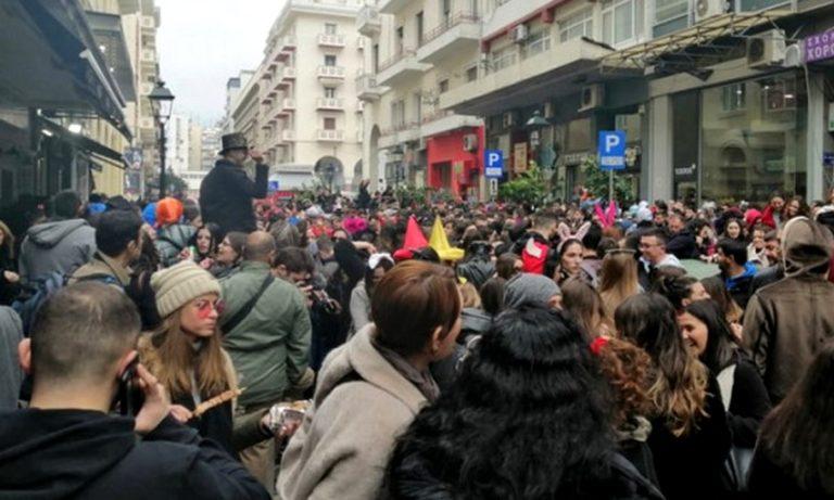 Τσικνοπέμπτη: Συνθήματα για Ολυμπιακό στο κέντρο της Θεσσαλονίκης (vid)