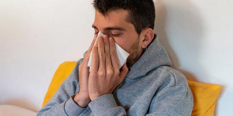 Κορονοϊός: Πώς θα τον ξεχωρίσεις από το κρυολόγημα και τη γρίπη