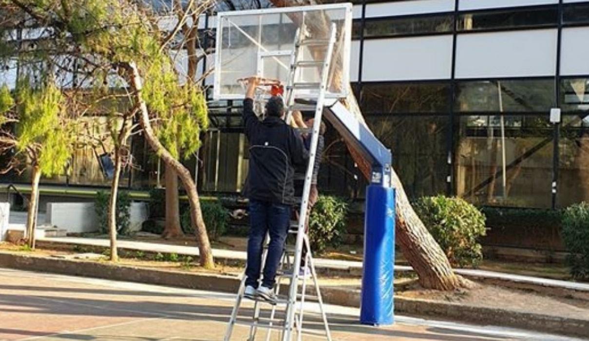 Κορονοϊός: Βγάλανε τα στεφάνια για να μην παίζουν μπάσκετ-Τους διώχνει και η αστυνομία!