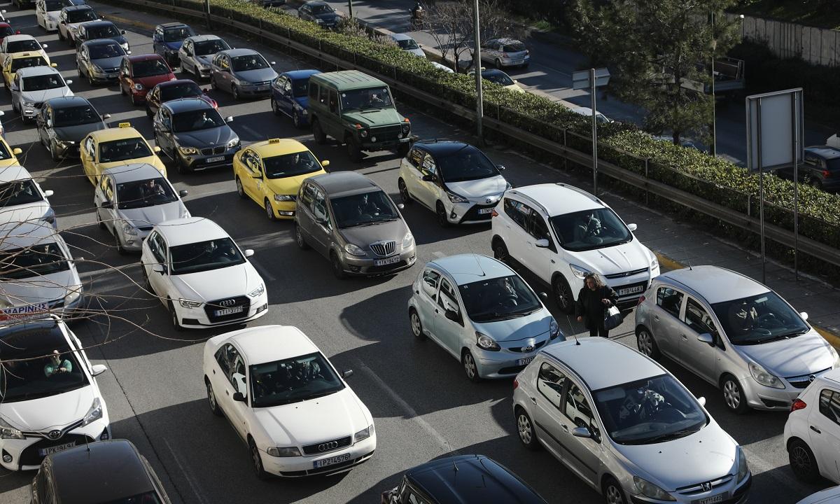 Περιβαλλοντικό τέλος: Χαράτσι και σε αυτοκίνητα δεκαετίας