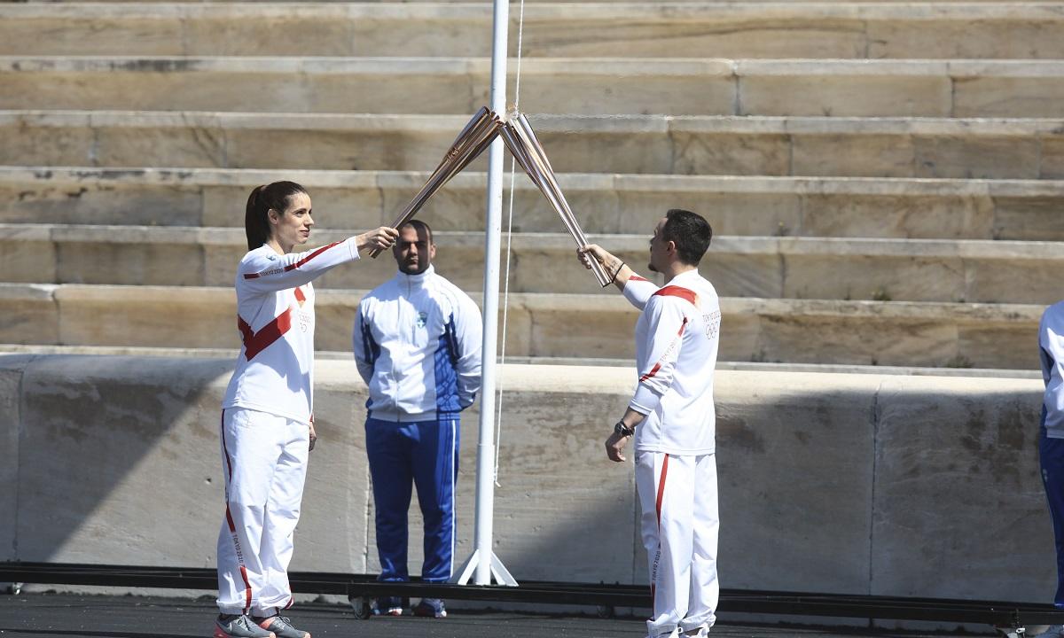 Ολυμπιακή Φλόγα: Παραδόθηκε σε άδειο Καλλιμάρμαρο (pics)
