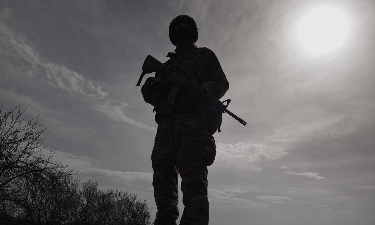 Κορονοϊός: Κόβονται οι άδειες στους νεοσύλλεκτους