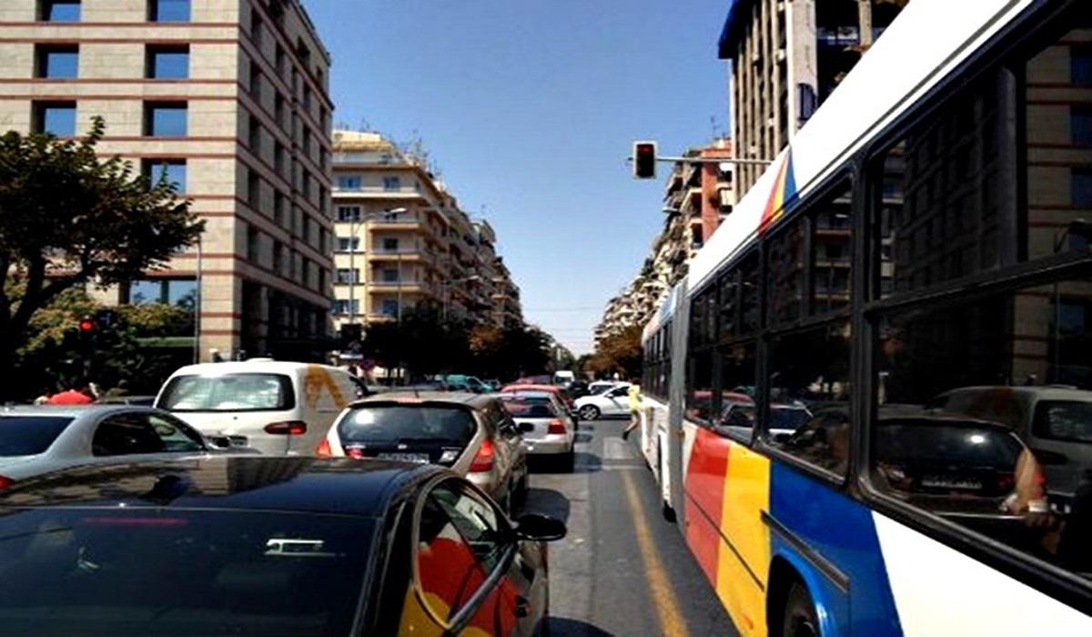 Οδηγός λεωφορείου κράζει τους επιβάτες που κινούνται χωρίς λόγο