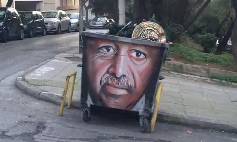 Γκράφιτι του Ερντογάν σε κάδο σκουπιδιών στο Παγκράτι (pic)