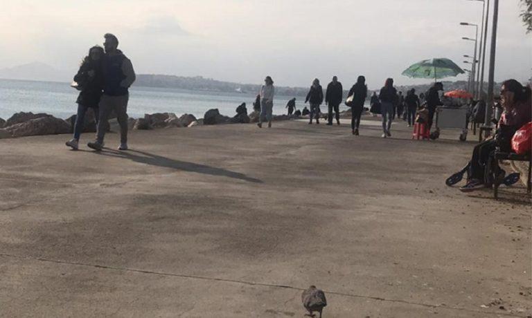 Κορονοϊός: Σφύζει από κόσμο ο Φλοίσβος – Αγνοούν τις οδηγίες οι πολίτες! (vid+pics)