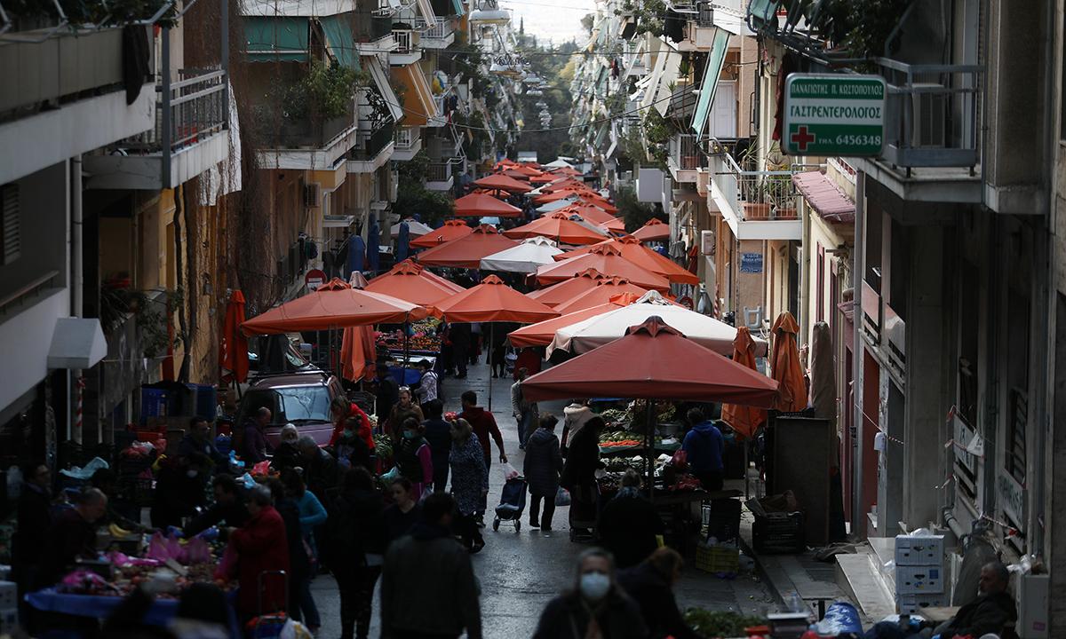 Κορονοϊός: Θερμομετρήσεις στις λαϊκές αγορές – Ανέβηκαν οι τιμές στην Αττική