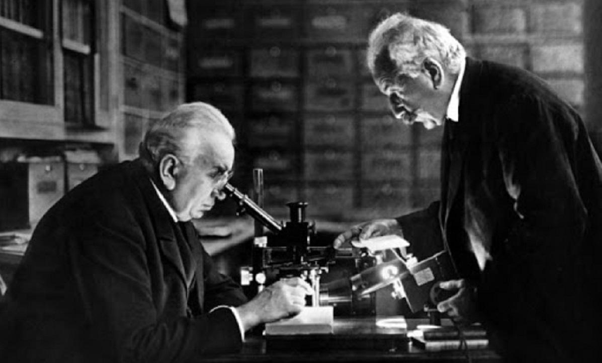1895: Οι αδελφοί Λιμιέρ φτιάχνουν την πρώτη κινηματογραφική μηχανή (vid)