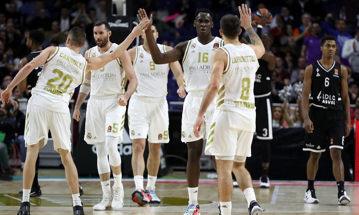 Κορονοϊός: Σε καραντίνα η μπασκετική Ρεάλ Μαδρίτης, επηρεάζεται και το ποδόσφαιρο!. Ο κορονοϊός χτύπησε και το τμήμα μπάσκετ της Ρεάλ Μαδρίτης.