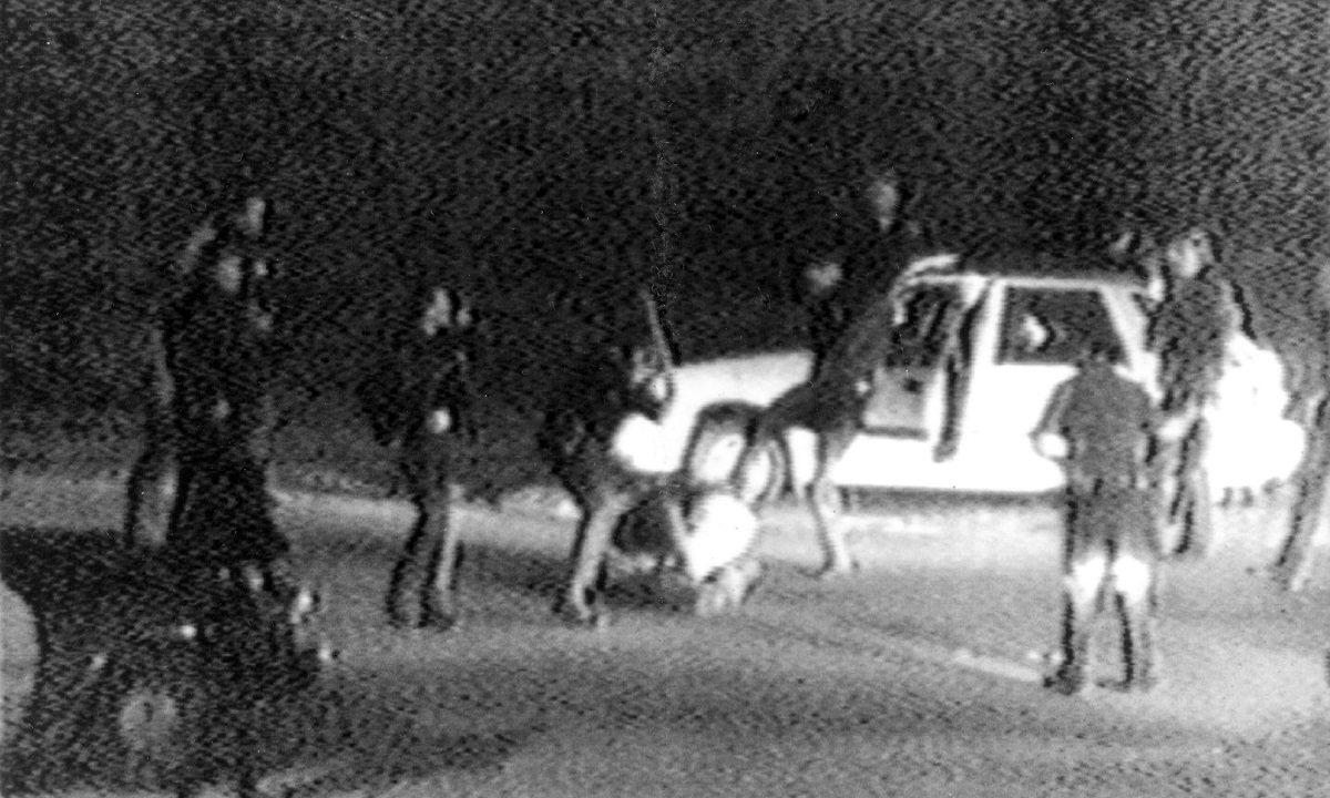 Οι αστυνομικοί του Λος Άντζελες ξυλοκοπούν άγρια τον Ρόντνεϊ Κινγκ (vids)