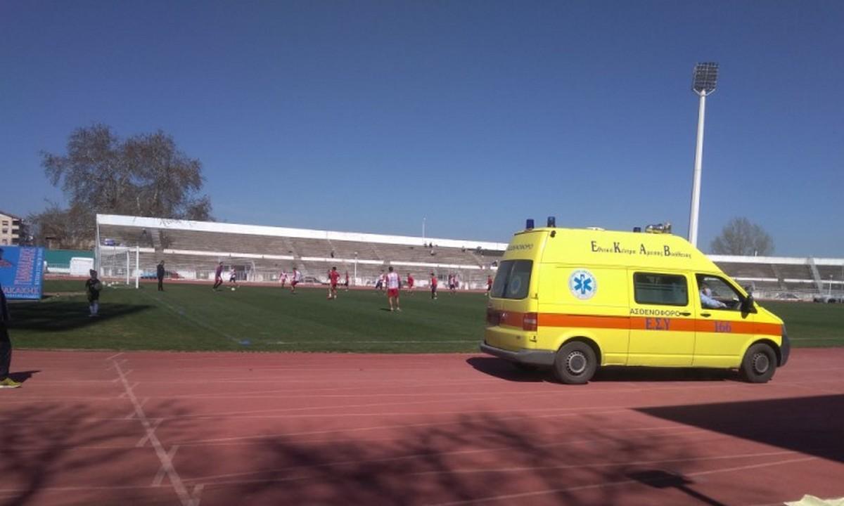 Τρίκαλα: «Πάγωσαν» όταν κατέρρευσε μέλος του τιμ