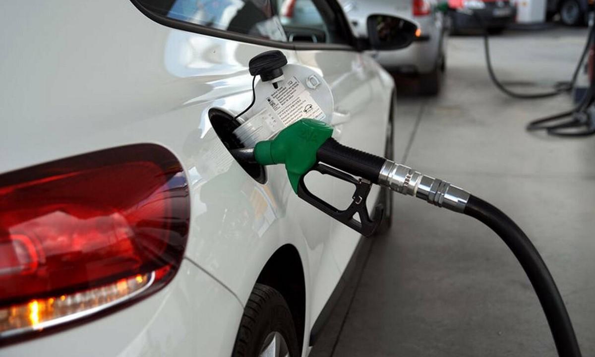 Κορονοϊός: Γιατί στην Ελλάδα είναι ακόμη ακριβή η βενζίνη;