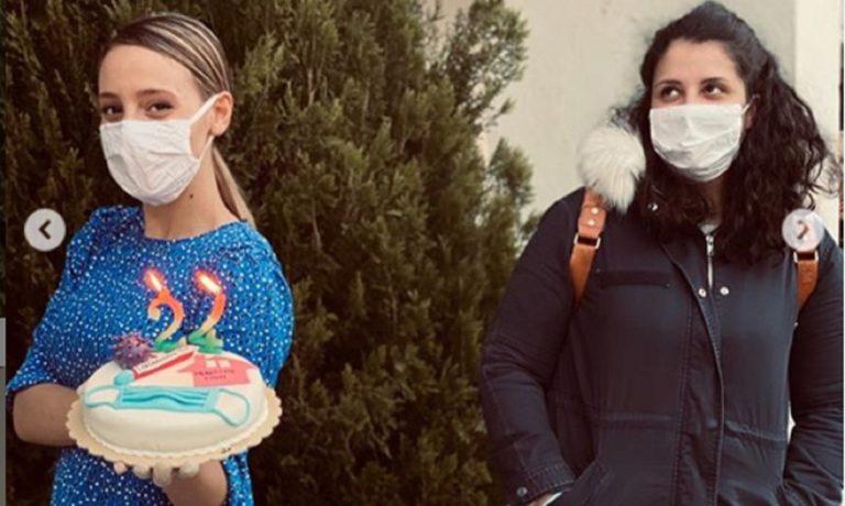 Αννα Κορακάκη: Γιόρτασε τα γενέθλιά της με… τούρτα – κορονοϊό και μάσκες! (pic)