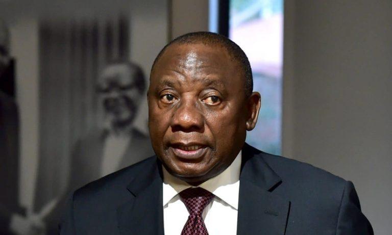 Κορονοϊός: Ο πρόεδρος της Ν. Αφρικής έγινε viral λόγω... μάσκας!