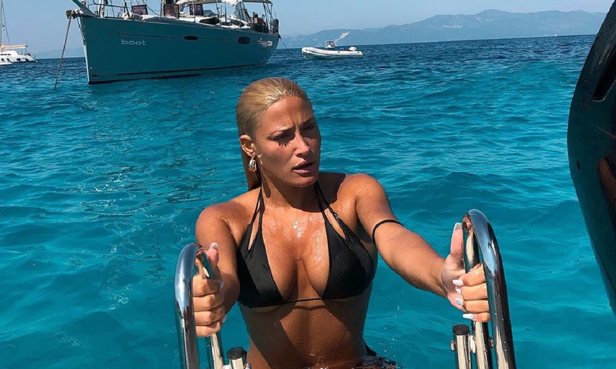 Ιωάννα Τούνη: Χώρισε και τρέλανε την παραλία! (vids)