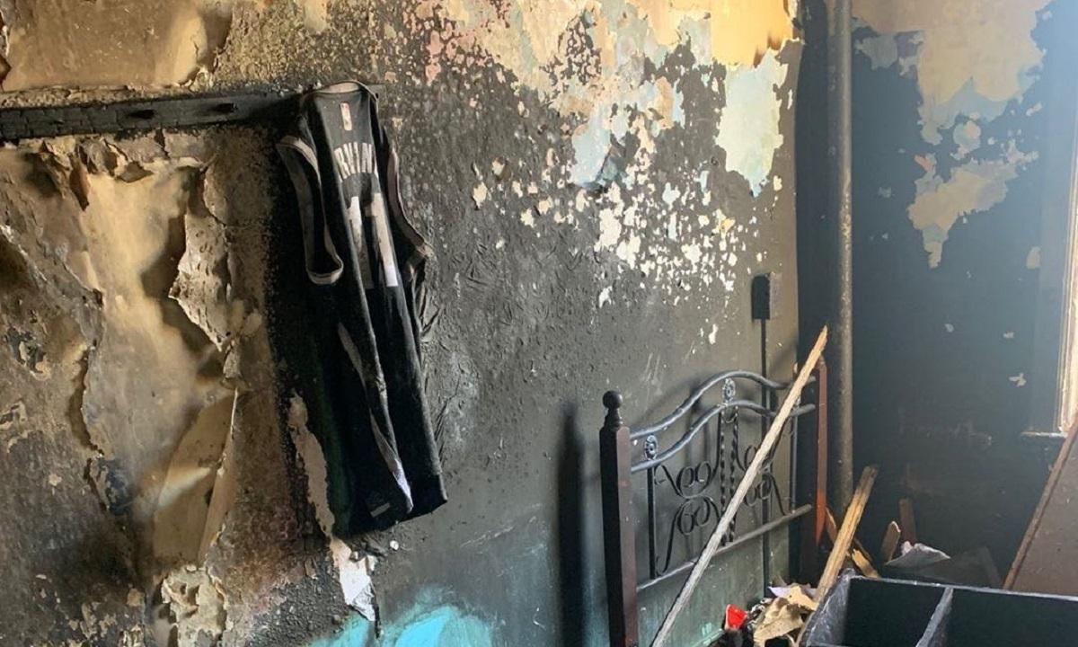 Απίστευτο: Του κάηκε το σπίτι και μόνο η φανέλα του Ίρβινγκ σώθηκε (pics) - Sportime.GR