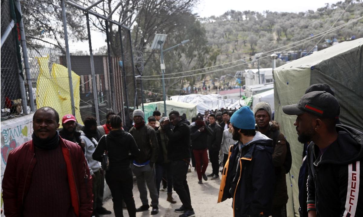 Μετανάστες επιχείρησαν να το… σκάσουν λόγω μεταφοράς!