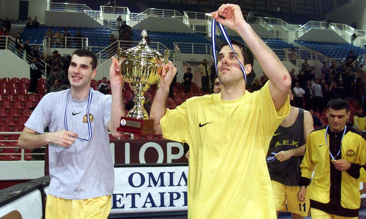 Σαν σήμερα (2/4) το 2000 η ΑΕΚ κατακτά τον πρώτη της τίτλο μετά από 19 χρόνια (vids)