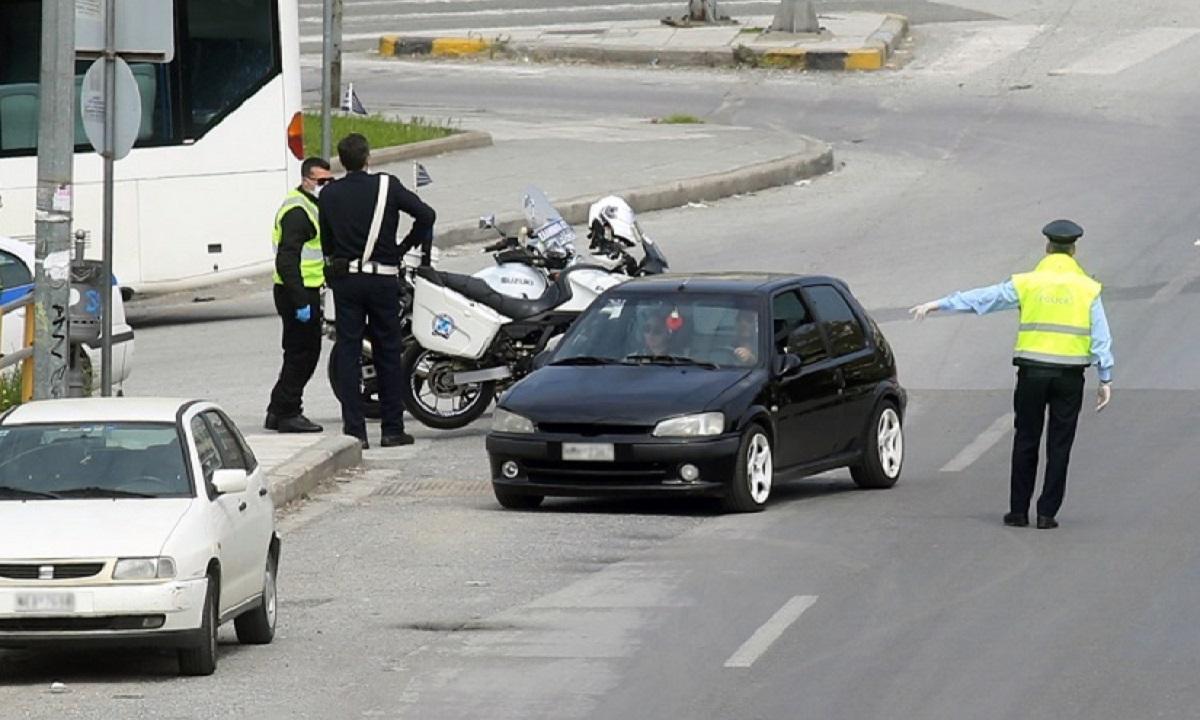 Ηράκλειο: Αλβανός χτυπούσε το κεφάλι του στο περιπολικό και έφτυνε τους αστυνομικούς!