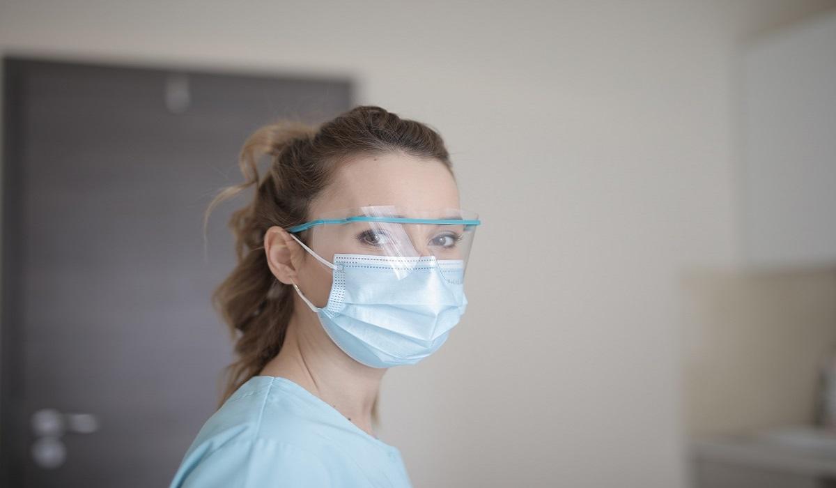 Κορονοϊός: Μέχρι και επτά μέρες ζει πάνω στις μάσκες