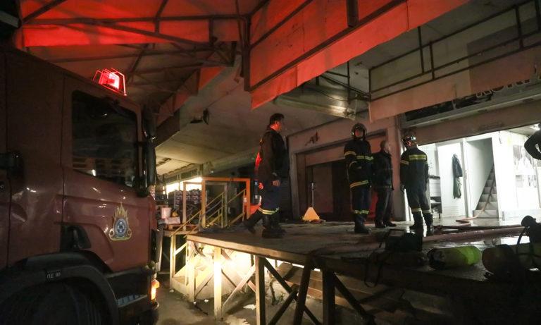 Ρέντη: Υπό έλεγχο η φωτιά στη Λαχαναγορά (pics)