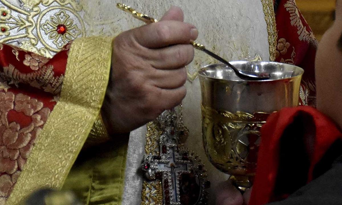 Η «παράνομη» Θεία Κοινωνία και ο διωγμός των ιερέων! | sportime.gr