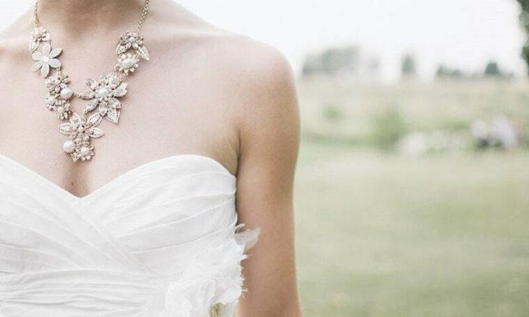 Ελληνίδα τραγουδίστρια παντρεύεται τον Σεπτέμβριο τον… κουμπάρο της! (vids)