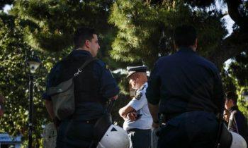 Αγία Παρασκευή: Τα ΜΑΤ φυλάνε σκοπιά στην πλατεία Αγίου Ιωάννου