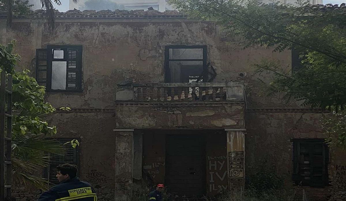 Πατήσια: Φωτιά στο εγκαταλελειμμένο αρχοντικό (φωτογραφίες)