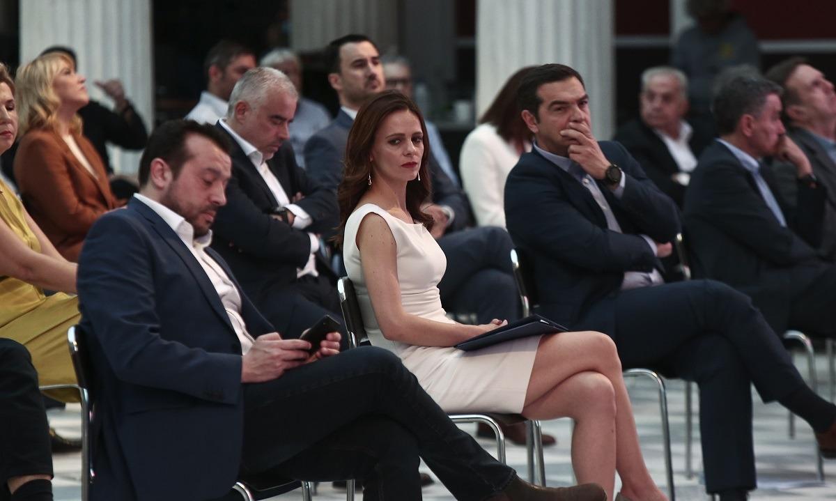 Έφη Αχτσιόγλου: Το μίνι φόρεμα έκλεψε την παράσταση στο Ζάππειο (pics)