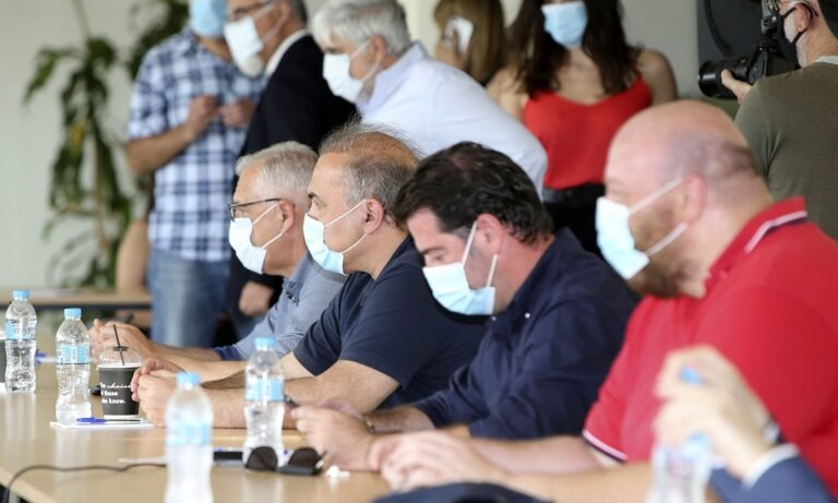 ΕΣΑΚΕ: Με μάσκες, λόγω κορονοϊού, το κρίσιμο Δ.Σ για το πρωτάθλημα (pics)