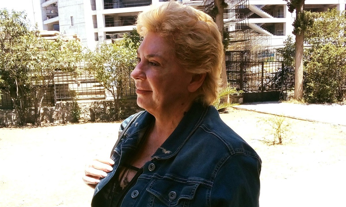 «Αγνώριστη» η Δήμητρα Λιάνη πήγε να κοινωνήσει – Τι είπε για τη Θεία Κοινωνία