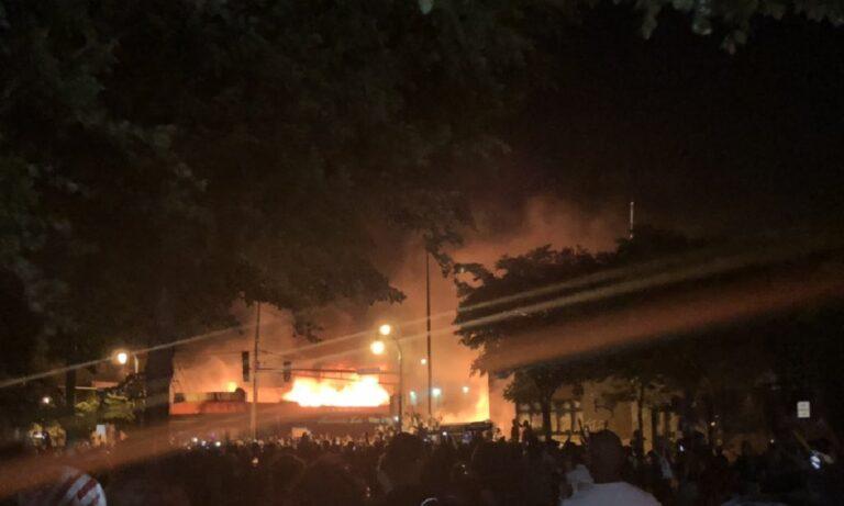 Μινεάπολις: Στις φλόγες αστυνομικό τμήμα! (vids)