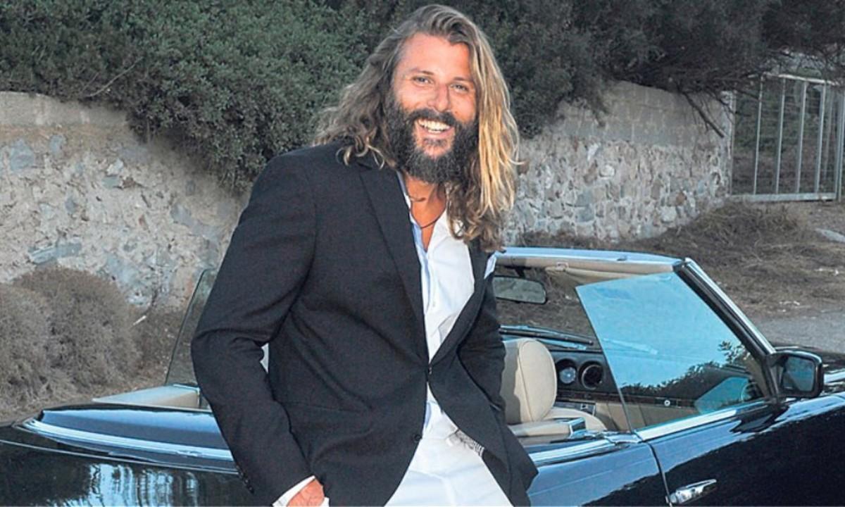 Νεκτάριος Νικολόπουλος: Ανέβασε φωτογραφία με χειροπέδες στο Instagram (pic)