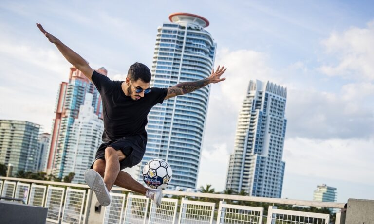 Red Bull Street Style 2020: Το Παγκόσμιο Πρωτάθλημα freestyle football μόλις ξεκίνησε online. Πάρε μέρος τώρα!