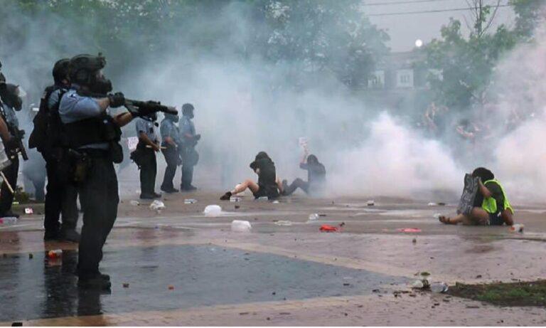 Τζορτζ Φλόιντ: Η αστυνομία πυροβολάει κατά συνεργείου του Reuters με πλαστικές σφαίρες! (vid)