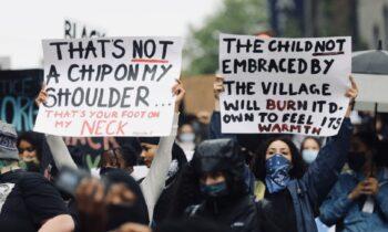 Τζορτζ Φλόιντ: Χάος, λεηλασίες, επιθέσεις σε αστυνομικούς και απαγόρευση κυκλοφορίας στις ΗΠΑ (vids)