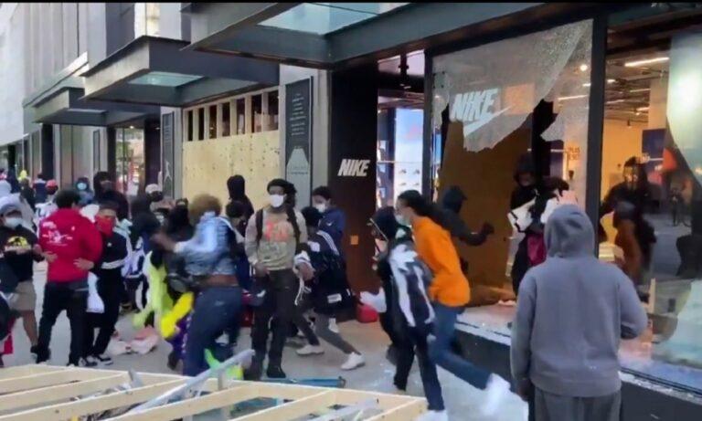 Σικάγο: Λεηλατούν μέσα σε δευτερόλεπτα κατάστημα της NIKE! (vid)