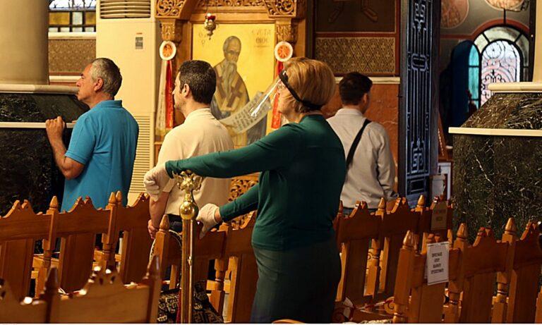 Εκκλησίες: Η διαφορετική πρώτη μέρα για τους πιστούς (vid-pics)