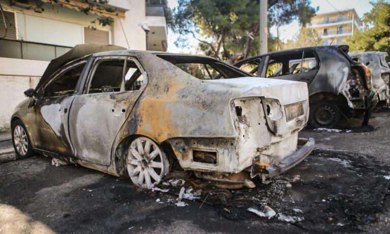 Μπαράζ εμπρησμών σε αυτοκίνητα και ΑΤΜ τα ξημερώματα