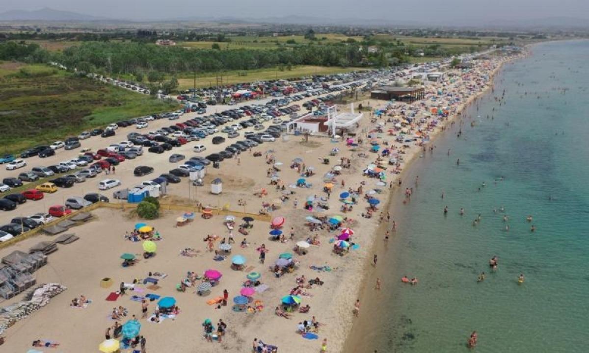 Θεσσαλονίκη: Χιλιάδες κόσμου γέμισαν τις παραλίες (pic)