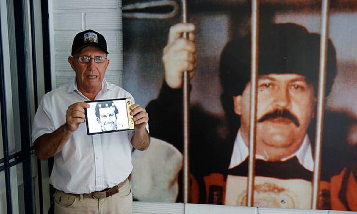 Εσκομπάρ: Μήνυση και στην Apple μετά τις απειλές για τη ζωή του (vid)