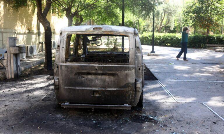Εμπρηστική επίθεση στην Ευελπίδων: Εξετάζεται το υλικό από κάμερες ασφαλείας (vid)