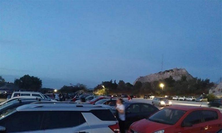 Λυκαβηττός: «Πλημμύρισε» από κόσμο το πάρκινγκ (pics)